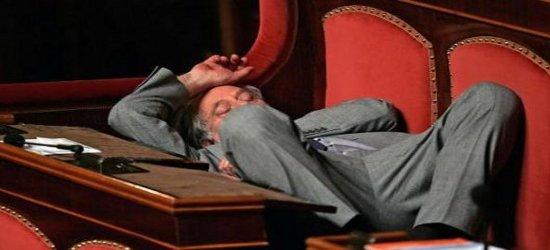 Mentre tutti gli italiani (specie chi ha meno) sono chiamati a tirare la cinghia, i parlamentari hanno approvato uno stanziamento speciale a favore dei propri collegi elettorali. Esattamente uguale aitagliall'editoria. […]