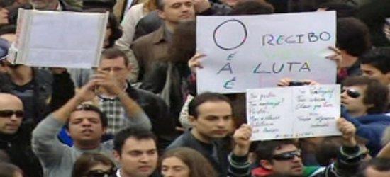 """Il Portogallo ha approvato il suo """"piano di rientro"""", lodato da Ue e Fmi. Ai dipendentitolta tredicesima e quattordicesima. Eliminati quattro giorni festivi. Aumentata l'Iva. L'inflazione galoppa. Ricorda qualcosa?  […]"""