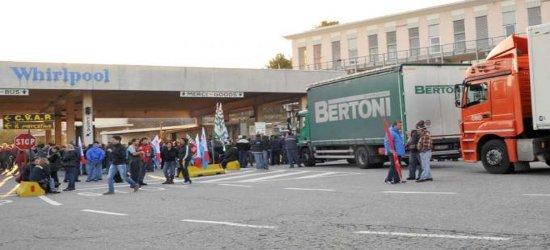 Giornata di protesta oggi per le tute blu della Whirlpool, che hanno bloccato i cancelli dell' azienda e, in un migliaio, hanno partecipato a un corteo per le strade di […]