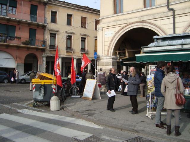 Di seguito le foto del banchetto in Prato della Valle 07/01/2012: [gpslideshow]