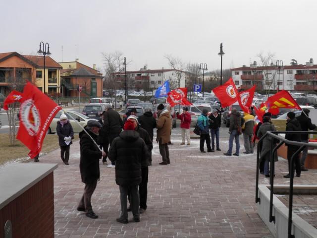 Di seguito le foto del sit-in per il convegno all'OIC, zona Mandria Padova, dove 'madonnadellelacrime' Fornero avrebbe dovuto presenziare, a sponsor di assicurazioni private per i malanni della terza età: […]