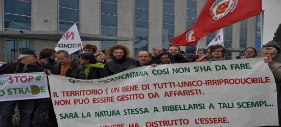 Queste le foto del nostro sit-in di fronte alla regione Veneto, contro la tassa per la Pedemontana Veneta. Mobilitiamoci contro il partito delle ruspe e del cemento. Portiamo la voce […]