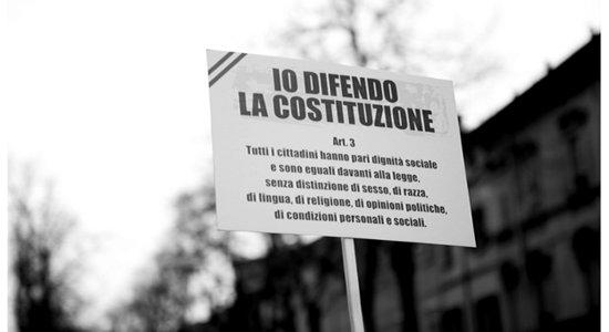 """Fonte:http://www.controlacrisi.org/notizia/Politica/2016/4/20/47117-25-aprile-nelle-piazze-i-banchetti-per-il-no-allo/ Riforma costituzionale, il 25 aprile – 71esimo anniversario della Liberazione – inizia la raccolta delle firme per chiedere il referendum: """"Siamo nella fase decisiva per fermare questo stravolgimento delle […]"""