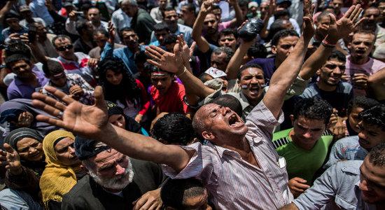 di Shamus Cooke La lotta per la vita della rivoluzione egiziana ha raggiunto uno stadio critico. La massiccia energia che ha rovesciato l'odiato dittatore dell'Egitto sembra avere colpito un muro […]