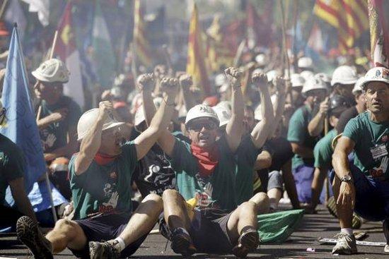 Centomila persone in piazza a Madrid e proteste in tutta la Spagna (almeno 80 le citta' coinvolte) contro le misure di austerity del governo Rajoy. I cortei sono iniziati in […]