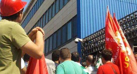 «A Taranto è in corso una sporca partita che vede governo, azienda e CISL e UIL dalla stessa parte della barricata: attaccare la magistratura per garantire a Riva di continuare […]