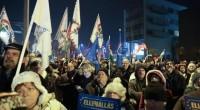 La Legge che obbliga di fatto i lavoratori e le lavoratrici ungheresi a 400 ore di lavoro straordinario ogni anno, e che i datori di lavoro potranno pagare nel triennio […]