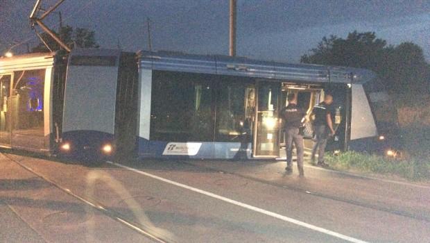Ieri sera, alla Guizza, un grave incidente sulla linea del tram. L'ora tarda, poco traffico e pochi passeggeri a bordo hanno limitato i danni alle persone. Solo l'autista, a cui […]