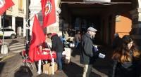 """Prosegue la campagna nazionale """"Lavoro"""" di Rifondazione Comunista. Stamane due banchetti a Padova: in Prato della Valle e in Piazza delle Erbe. Accanto al nostro, anche il banchetto del Comitato […]"""
